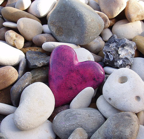 heart,love,rock,memory,pink,stones-124356bcfa837b58ad06bf1b30c57a02_h